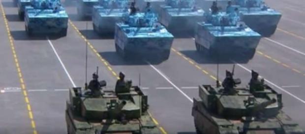 Defilarea tacurilor la grandioasa paradă militară