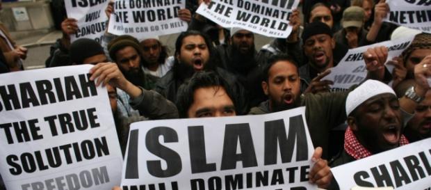 Imagini de la un protest al islamiștilor