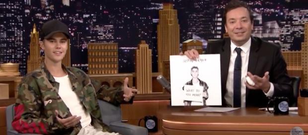 Justin Bieber no The Tonight Show com Jimmy Fallon