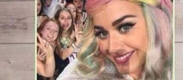Katy Perry terá insultado uma fã.