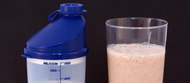 koktajl białkowy z naturalnych składników
