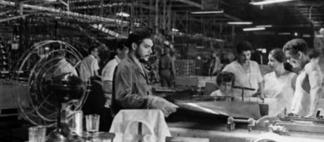 El Che construyendo el socialismo