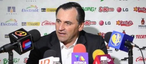 Carlos Bustos en conferencia de prensa