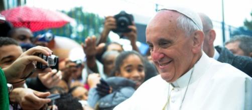 El Papa Francisco junto a sus seguidores