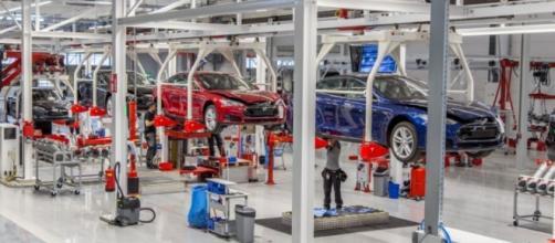 La fabbrica Tesla a Tilsbury in Olanda