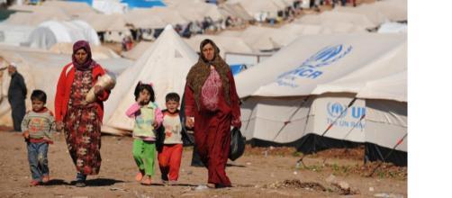 Donne e bambini in un Campo Profughi