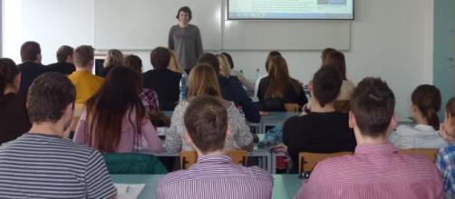 Un'aula scolastica durante le attività