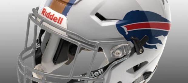 Arte: Luggio Marconni: My Creation of NFL Helmets.