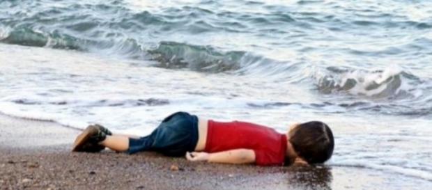 La foto del bambino siriano morto sulla spiaggia