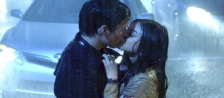 Addio alla coppia Ezra e Aria.