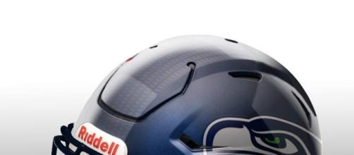 Arte: Luggio Marconni: My Creation of NFL Helmets.