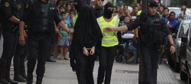 Adeptă ISIS plimbată pe străzile Valenciei