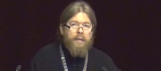 Archimandryta Tichon naucza narody Rosji.