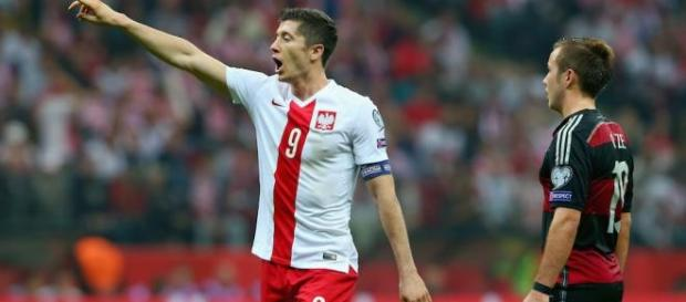 Robert Lewandowski celebrating his goal.