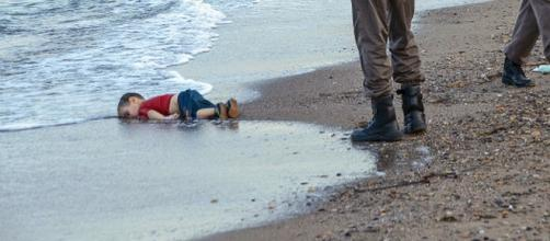 Tragédia Humanitária - Foto de Nilufer Demir/AP