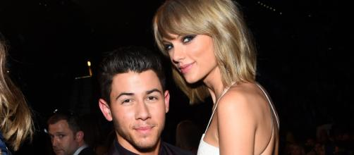 Os dois cantores são bons amigos.