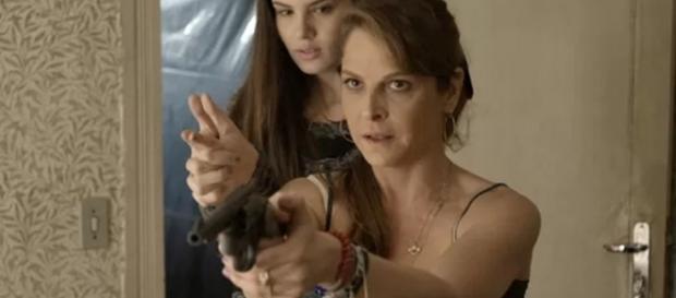 Carolina é humilhada e ameaça deixar Alex