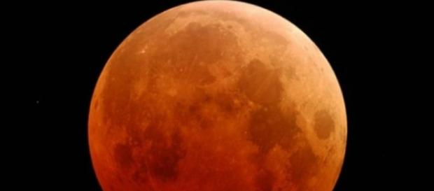 "Luna ""însângerată"" foto credit NASA"