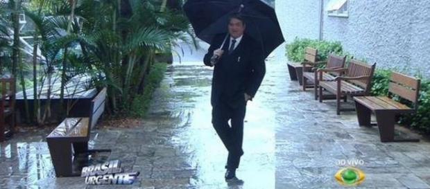 Vídeo: Datena canta e dança ao vivo na chuva