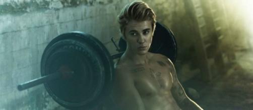Modelo gostou do beijo de Justin Bieber