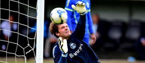 Tiago Machowski, em treinamento pelo Grêmio