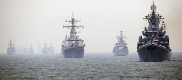 Alcune navi militari cinesi durante esercitazione