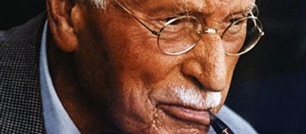 Jung examinó cuestiones heterodoxas como los OVNIs