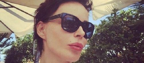 Nina Moric con un taglio cortissimo