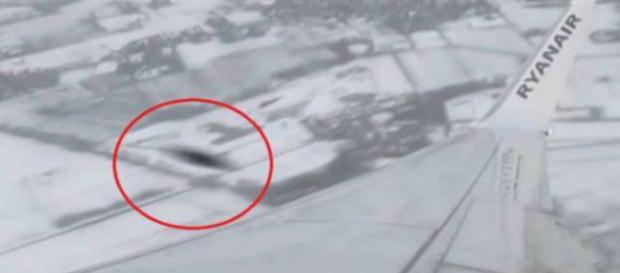 L'oggetto non identificato avvistato su un Ryanair