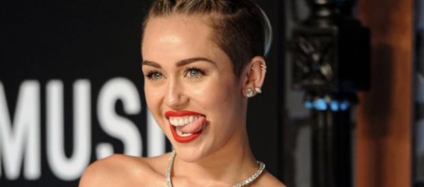 Miley Cyrus quer modificar radicalmente o corpo.