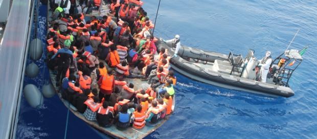 Nielegalni imigranci na Morzu Śródziemnym