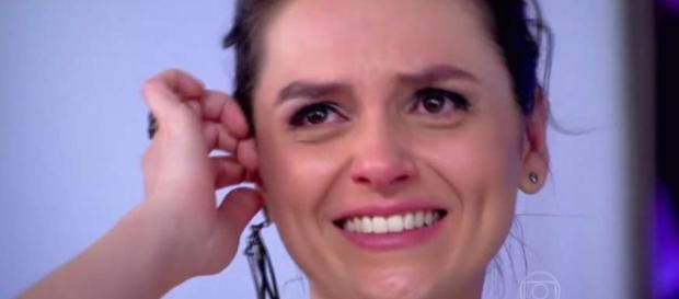 Monica Iozzi chora porque vai deixar o Vídeo Show
