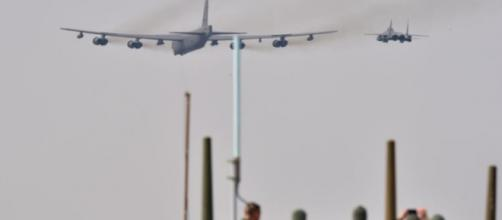 Aeronave B52 dos EUA voa perto da Coréia do Norte
