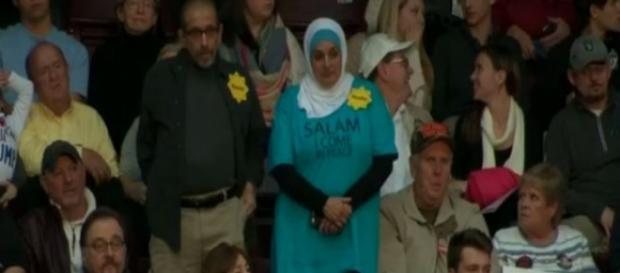 Casal foi expulso do comício por serem muçulmanos