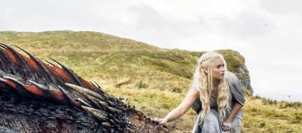 Emilia Clarke en un fotograma de 'Juego de Tronos'