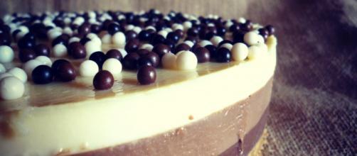 Tarta tres chocolates sin gluten y sin lactosa.