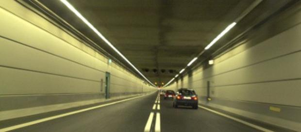 Imigranci próbowali sforsować tunel pod Sundem