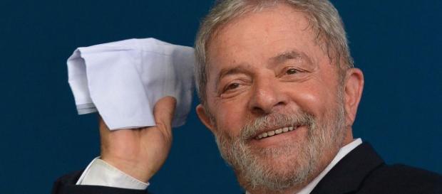 Lula quer reparação por ofensas à sua 'honra'