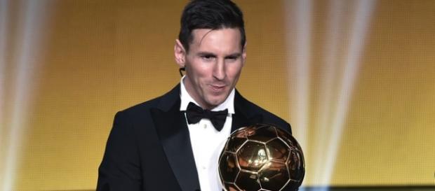 """Messi vence o """"Bola de ouro"""" pela 5ª vez"""