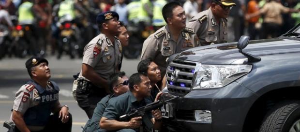 Vários ataques e explosões na capital indonésia.