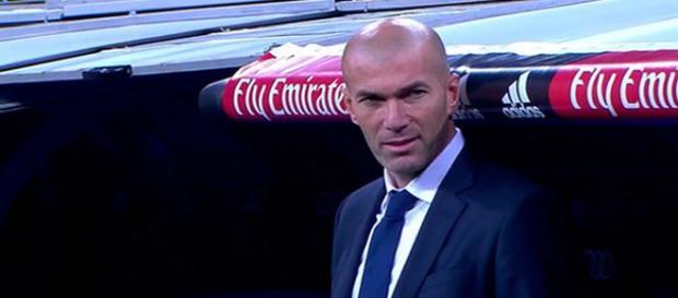 Zidane, en el banquillo del Santiago Bernabéu