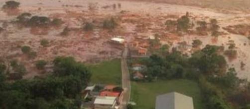Destruição causada pela lama da barragem