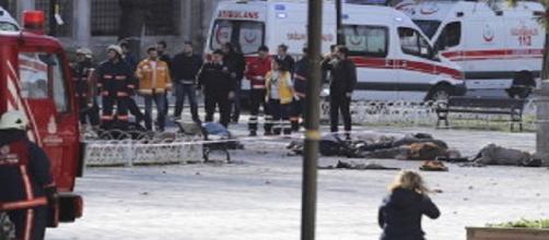 Strage a Istanbul. Esplode kamikaze
