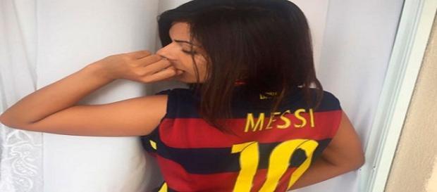 A beldade confessou torcer pelo Barça
