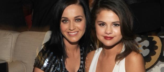 As duas tiraram foto com Brad Pitt na festa