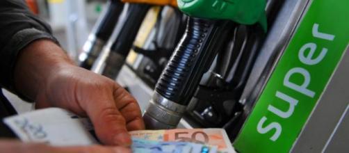 Prezzi della benzina sempre più alti.