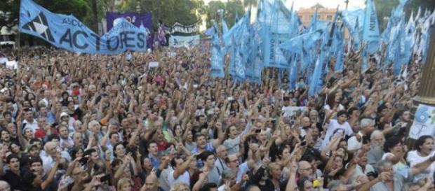 Multitudinario apoyo a Víctor Hugo Morales