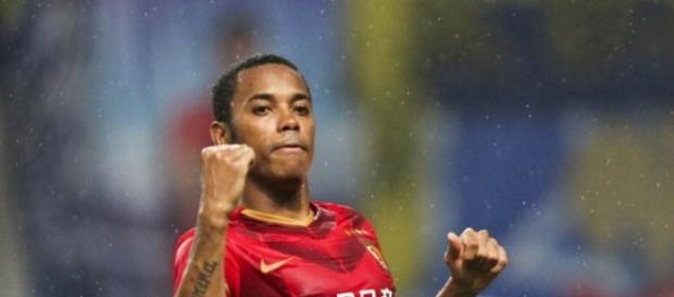 Robinho comemorando gol na China