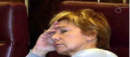 Celia Villalobos pillada dormida en el congreso.