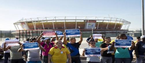 Operários reivindicam pagamento de rescisão
